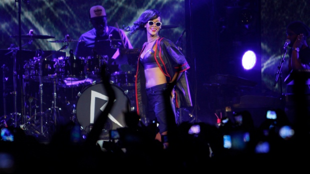 Rihanna kicks off world tour