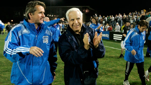 San Jose Earthquakes head coach Frank Yallop