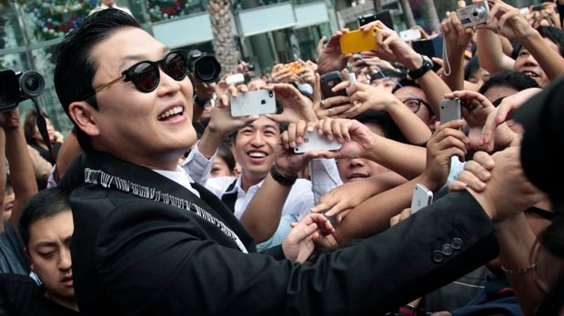 Psy Gangnam Style Bangkok Tom Cruise dance