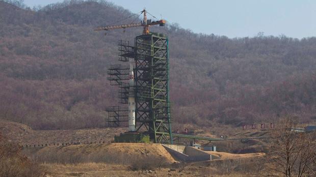 North Korea long range rocket lauNch