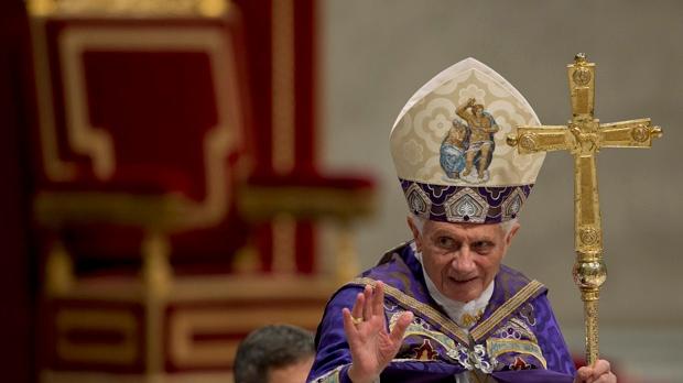 Pope Benedict XVI Twitter tweeting Pontifex