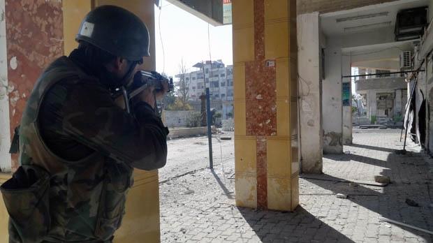 Syria rebels regime troops fighting Damascus