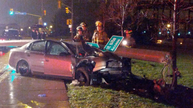 Car crashes into pole Mississauga Derry Road