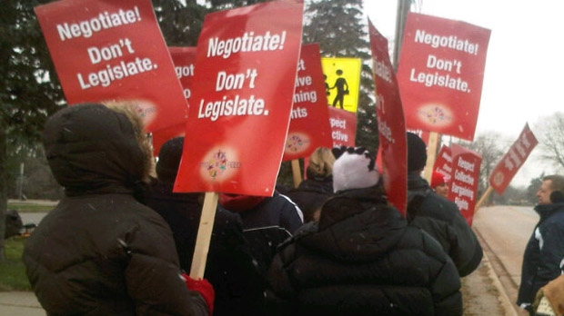 Public elementary school teachers hold a one-day strike in Niagara Region on Tuesday, Dec. 11, 2012. (Naomi Parness/CTV)