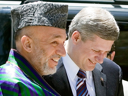 Afghan President Hamid Karzai and Canadian Prime Minister Stephen Harper share a laugh upon his arrival at the Presidential palace in Kabul Afghanistan Tuesday May 22, 2007. (CP PHOTO/Tom Hanson)