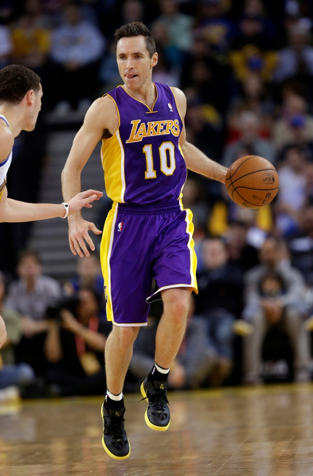 Steve Nash returns to Lakers lineup