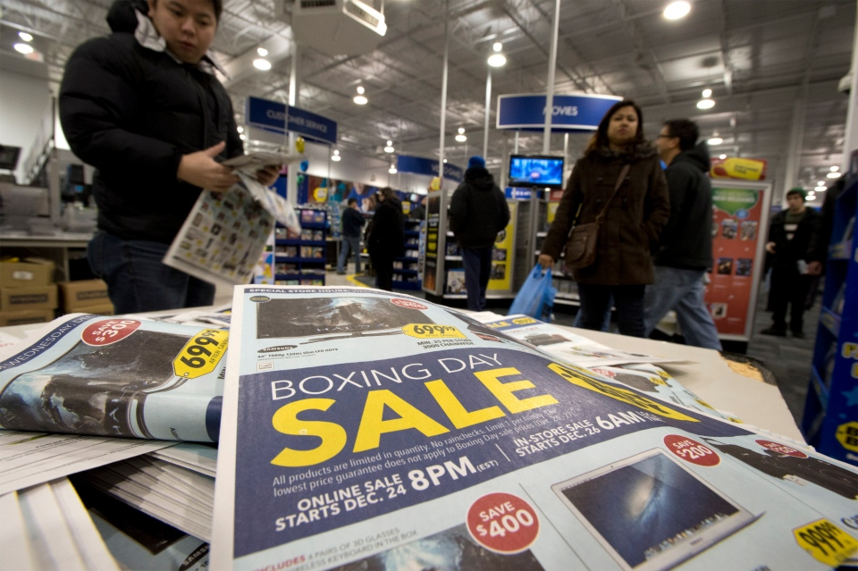 Shoppers hunt for early morning Boxing Day bargains at a suburban electronics store in Toronto on Wednesday December 26, 2012. (Frank Gunn/ THE CANADIAN PRESS)