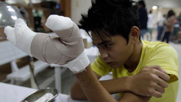 New Year's Manila Philippines gunfire firecrackers