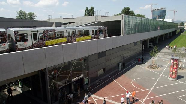 Vienna woman pushed onto subway tracks
