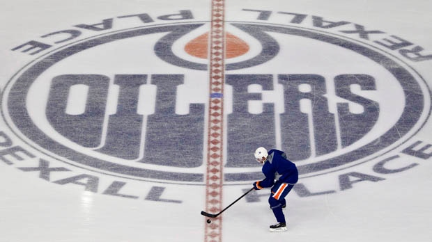 Edmonton Oilers player Eric Belanger carries the puck during an informal skate in Edmonton, Alta., on Tuesday, Jan. 8, 2013. (The Canadian Press/Jason Franson)