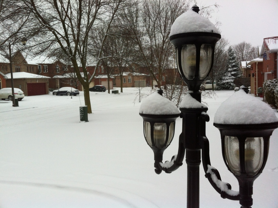 Snow blankets a residential street in Thornhill, just north of Toronto Monday, Jan. 28, 2012. (CP24/ Joshua Freeman)
