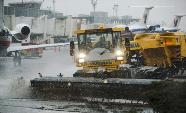 thousands of flights cancelled winter storm U.S.