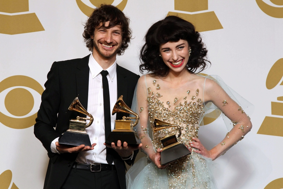 "Gotye, left, and Kimbra pose backstage with the award for best pop duo/group performance for ""Somebody That I Used to Know"" at the 55th annual Grammy Awards on Sunday, Feb. 10, 2013, in Los Angeles. (AP/ Invision/ Matt Sayles)"