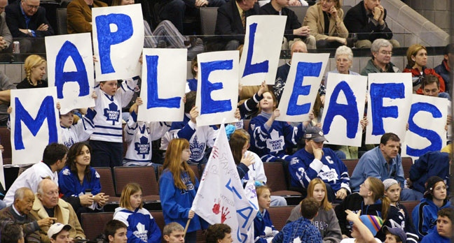 Toronto Maple Leaf fans make up about one third of the attendance during the Ottawa Senators and Toronto Maple Leafs game in Ottawa. (Jonathan Hayward / THE CANADIAN PRESS)