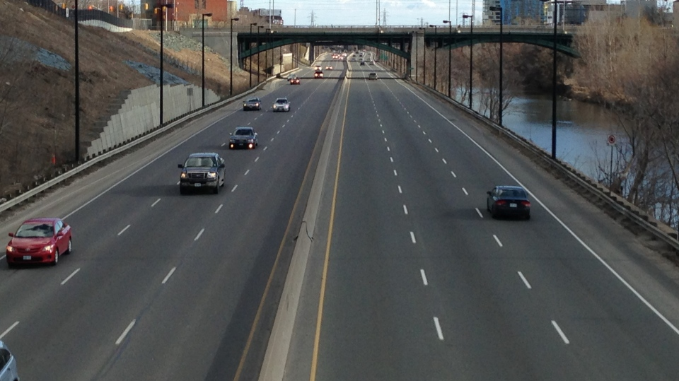 Vehicles travel along the Don Valley Parkway, north of the Gerrard Street bridge. (Chris Kitching/CP24)