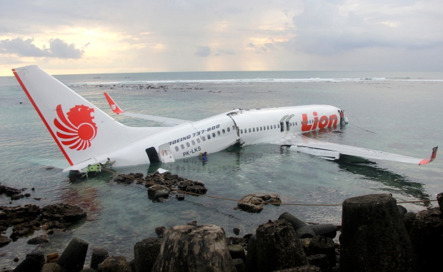 Plane Crashes Into The Sea In Bali Injuring Dozens Cp24 Com