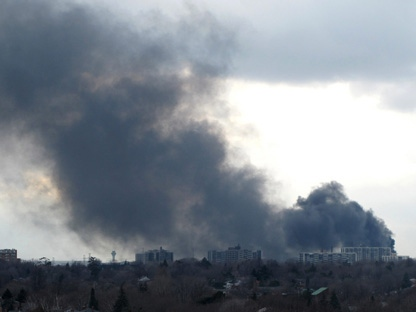 Smoke can be seen billowing in the sky from a transformer fire in Toronto on Friday March 18, 2011. (THE CANADIAN PRESS/ Alan Black)