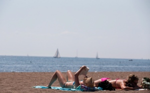 Environment Canada is expecting a real sizzler in Toronto over the next few days as a humid air mass moves into the city. (Michelle Siu / THE CANADIAN PRESS)