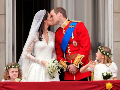 Prince William and his wife Kate, Duchess of Cambridge, kiss on the balcony of Buckingham Palace in London,Friday April 29, 2011, following their wedding at Westminster Abbey. (AP Photo/John Stillwell, Pool)
