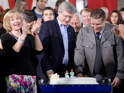 Laureen Harper cheers as Prime Minister Stephen Harper and campaign bus driver Tommy Davis cut their birthday cake following a campaign stop in Richmond Hill,Saturday April 30, 2011. Harper celebrated his 52nd birthday, Davis celebrated his 40th. THE CANADIAN PRESS/Adrian Wyld