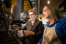 Kathleen Wynne  announces minimum wage increase
