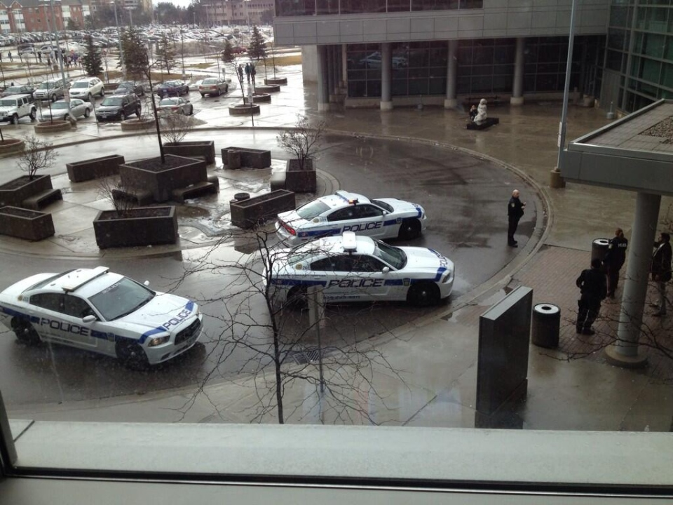 Police vehicles are parked outside a courthouse in Hurontario Street in Brampton on Friday, March 28, 2014. (@spcriminallaw/Twitter)