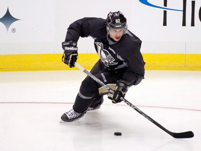 Pittsburgh Penguins' Sidney Crosby participates in hockey practice with teamates on Thursday, Nov. 10, 2011 in Pittsburgh. Crosby has not been restricted in drills at practices for weeks and reports are predicting he will return to playing in games soon. (AP Photo/Keith Srakocic)