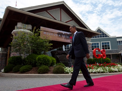 U.S. President Barack Obama walks away after being greeted by Canadian Prime Minister Stephen Harper during the official welcoming of the G8 leaders to the G8 Summit in Huntsville, Ont., on Friday, June 25, 2010. (THE CANADIAN PRESS/Sean Kilpatrick)