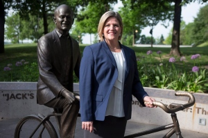 Ontario NDP Leader Andrea Horwath poses with the statue former Federal NDP Leader Jack Layton in Toronto on June 9, 2014. (The Canadian Press/Chris Young)