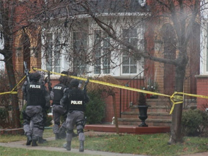 Police get ready to enter a home on Treetop Terrace on Jan. 12, 2012. (Photo courtesy Douglas Hughes via Twitter)