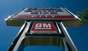 The sign at a GM dealership is shown in Toronto on June 8, 2010. (The Canadian Press/Adrien Veczan)