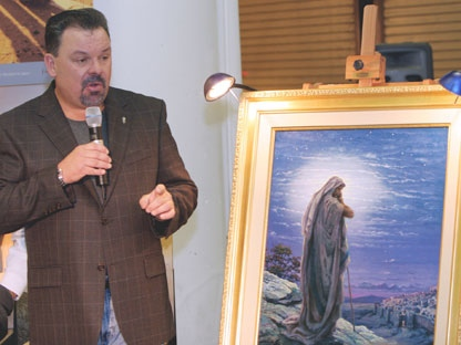 "In this Sept. 15, 2006 file photo, artist Thomas Kinkade unveils his painting, ""Prayer For Peace,"" at the opening of the exhibit ""From Abraham to Jesus,"" in Atlanta. Kinkade, whose brushwork paintings of idyllic landscapes, cottages and churches have been big sellers for dealers across the United States, died Friday, April 6, 2012, a family spokesman said. He was 54. (AP Photo/Gene Blythe, File)"