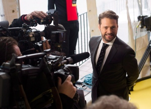 Event host and actor Jason Priestley speaks to the media at Canada's Walk of Fame event in Toronto on Saturday, Oct. 18, 2014. (The Canadian Press/Michelle Siu)