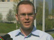 Daniel Dale speaks with reporters Thursday. (CP24)