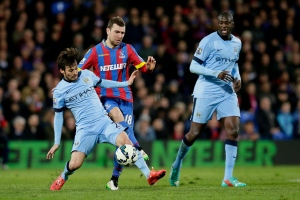 Manchester City's David Silva, left, competes for the ball with Crystal Palace's James McArthur, center, during the English Premier League soccer match between Crystal Palace and Manchester City at Selhurst Park Stadium, London, Monday, April 6, 2015. (AP Photo/Tim Ireland)