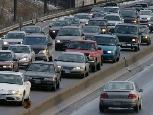 Commuters sit in rush hour traffic on the Don Valley Parkway in Toronto Monday February 10, 2003.  (Kevin Frayer /The Canadian Press)