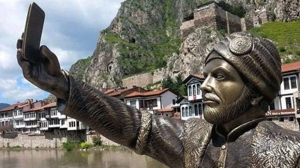 This May 10, 2015 photo shows a statue of an Ottoman prince taking a selfie with a cellphone erected in Amasya, Turkey. (AP Photo)