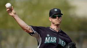 Seattle Mariners' Mark Lowe is shown throwing during spring training baseball practice Saturday, Feb. 21, 2015, in Peoria, Ariz. The Toronto Blue Jays continued to stock up at the trade deadline, acquiring reliever Mark Lowe from the Mariners. THE CANADIAN PRESS/AP-Charlie Riedel