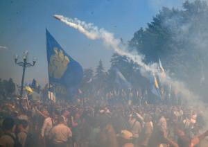 A smoke grenade is thrown towards police during a clash between protesters and police after a vote to give greater powers to the east in front of the Parliament in Kiev, Ukraine, Monday, Aug. 31, 2015. The Ukrainian parliament has given preliminary approval to a controversial constitutional amendment that would provide greater powers to separatist regions in the east. Hundreds of people gathered in front of the parliament to protest against the amendment. (AP Photo/Efrem Lukatsky)