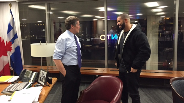 Toronto Mayor John Tory and Drake, seen in Tory's office on Feb. 3. (City of Toronto)