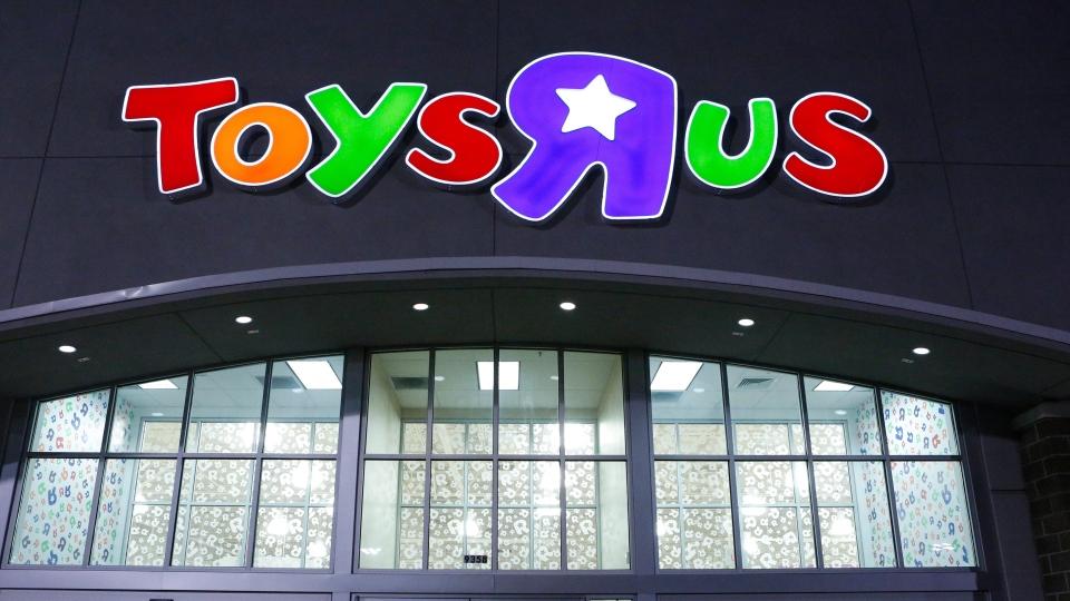 Shoppers wait in line at the Toys 'R' Us in Dallas on Thursday Nov. 22, 2012. (Dallas Morning News / Stan Olszewski)