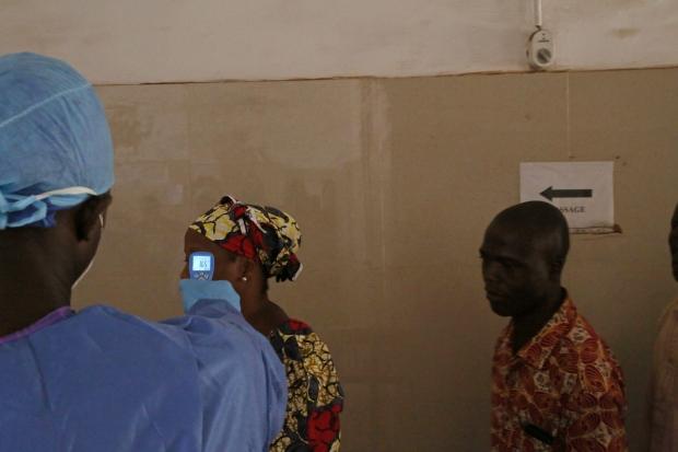 Liberia closes Guinea border over Ebola