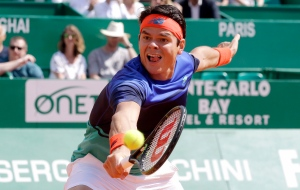 Canada's Milos Raonic plays a return to Andy Murray of Great Britain during their quarter final match of the Monte Carlo Tennis Masters tournament in Monaco, Friday, April 15, 2016. (AP Photo/Lionel Cironneau)