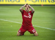 Toronto FC's Sebastian Giovinco reacts to missing a shot on goal against the Columbus Crew during second half MLS soccer action in Toronto, Saturday, May 21, 2016. (The Canadian Press/Aaron Vincent Elkaim)