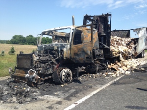 A truck carrying cinnamon buns caught fire on Highway 401 in Oxford County. (Tyler Calver/ CTV News)