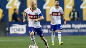 Toronto FC's Michael Bradley (4) brings the ball upfield during the second half of an MLS soccer match against the Philadelphia Union on Saturday, Aug. 20, 2016, in Chester, Pa. (AP Photo/Michael Perez)