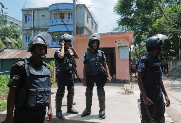 Bangladesh policemen cordon off the area near a two-story house, behind in blue, that they raided in Narayanganj district near Dhaka, Bangladesh, Saturday, Aug.27, 2016. Police in Bangladesh killed three suspected militants Saturday, including an alleged mastermind of a major attack on a cafe last month that left 20 people dead. (AP Photo)