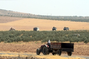 Turkish troops return from the Syrian border, in Karkamis, Turkey, Saturday, Aug. 27, 2016. Turkey on Wednesday sent tanks across the border to help Syrian rebels retake the key Islamic State-held town of Jarablus and to contain the expansion of Syria's Kurds in an area bordering Turkey.(Ismail Coskun, IHA via AP)