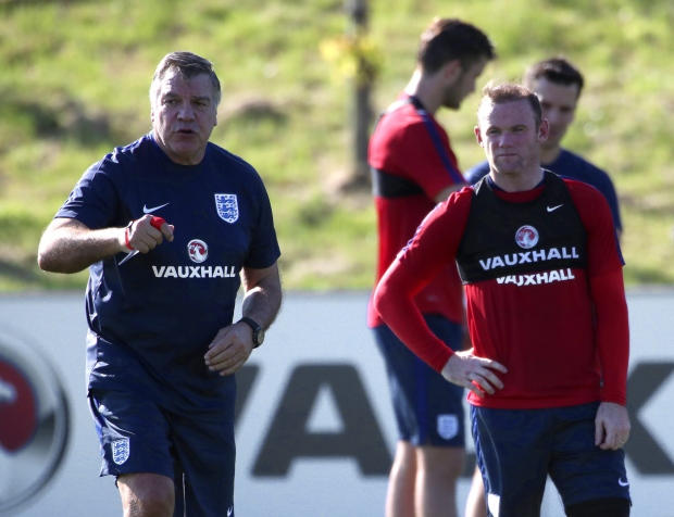 Allardyce beams at ´absolutely outstanding´ victory over 10-man Slovakia