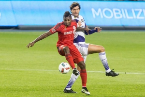Toronto FC's Amando Cooper (left) battles for the ball with Orlando City's Kaka during first half MLS action in Toronto on Wednesday, Sept. 28, 2016. (The Canadian Press/Chris Young)